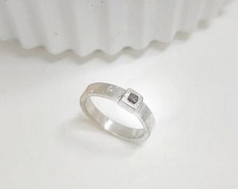 Anillo de plata 925ml, con diamante en bruto. Hecho a mano.Modelo mini
