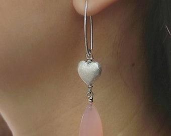 Pendientes, lágrimas de calcedonia rosa y corazones de plata 925ml