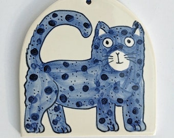 Cat decoration in a gift box