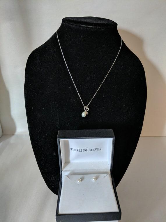 "Vintage Teardrop Pearl Heart Pendant 18"" Necklace"