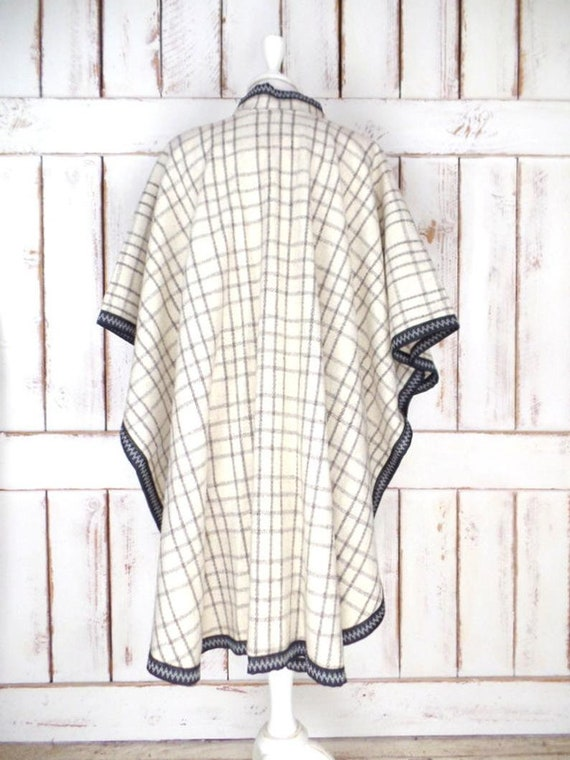 Vintage ivory/grey/black plaid wool poncho/wool b… - image 3