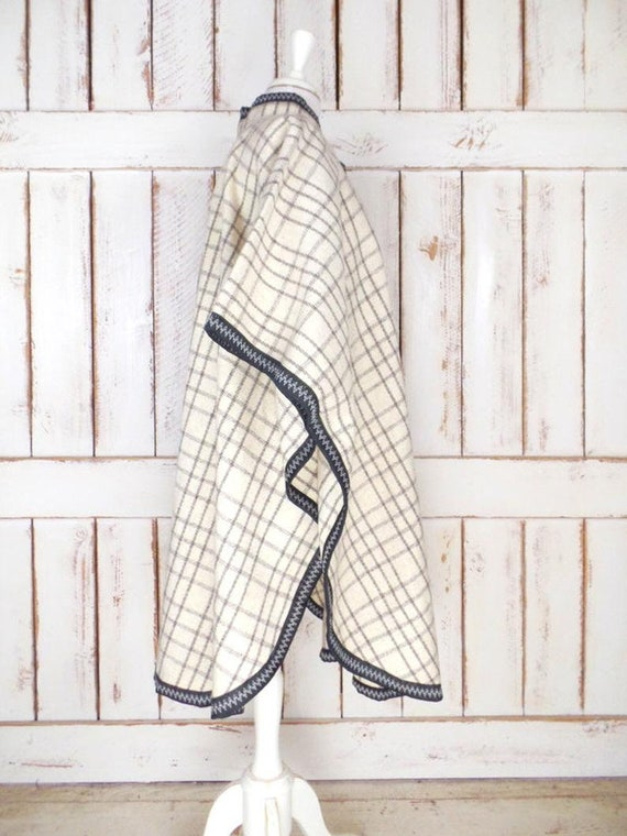 Vintage ivory/grey/black plaid wool poncho/wool b… - image 5