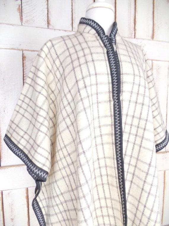 Vintage ivory/grey/black plaid wool poncho/wool b… - image 4