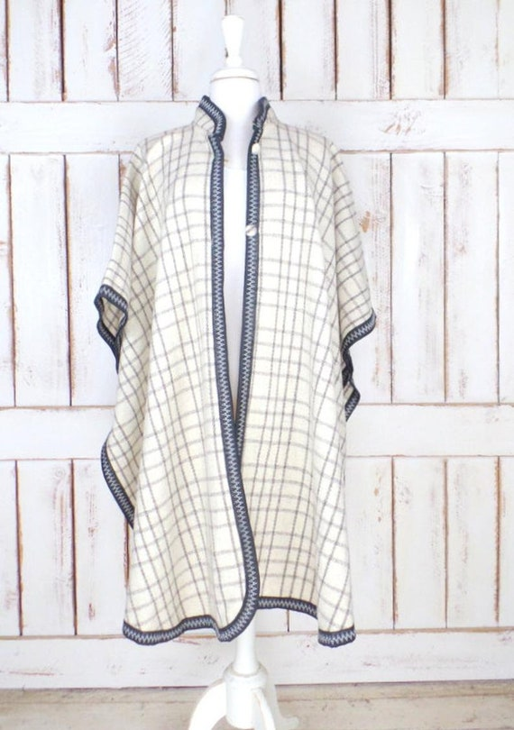 Vintage ivory/grey/black plaid wool poncho/wool b… - image 2