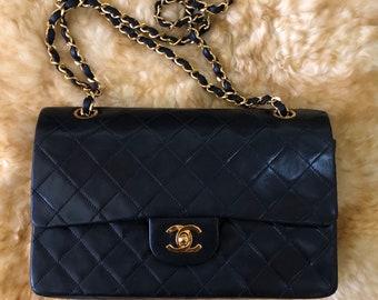af9067f787dcbb Vintage Chanel Classic Medium Flap Bag
