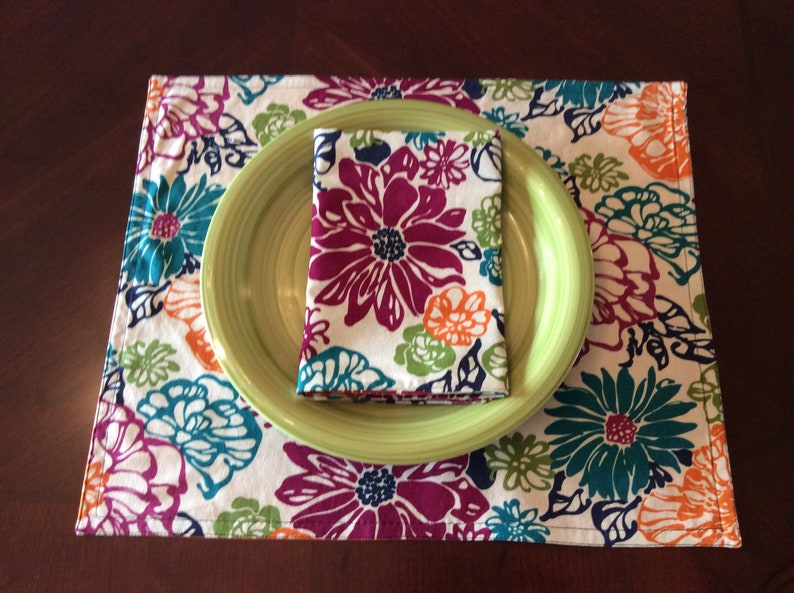 Contemporary Floral Napkins Set of 2  Floral Table Linens  image 0