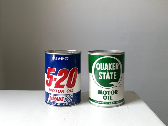 Two Vintage Oil Cans   Quaker State Motor Oil   LeMans 5-20 Motor Oil    Antique Collectible Tins   Two One Quart Vintage Cans