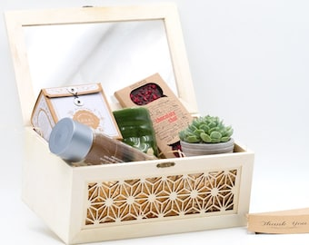 Luxury Gift Box With Succulent Perfect for Housewarming Gift, Birthday Gift, Mother's Day or Father's Day, Baby shower, Christmas etc.