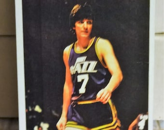 1976-77 Topps Pete Maravich All Star Team Fantastic Shape. Larger Basket Ball Card
