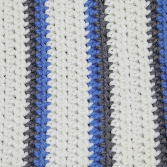 Crema azul y gris a rayas manta de ganchillo. Hecho a mano en | Etsy