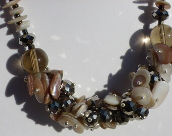 Shell and Crystal Necklace beige holiday gradient 48 cm