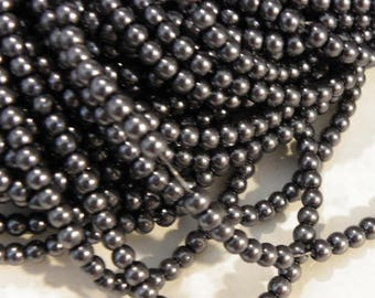 300 Pearly Pearl 4 mm black glass beads