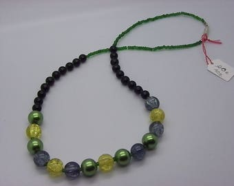 beautiful green green necklace with 10 mm cracked glass beads