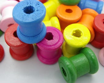 25 wooden spools of assorted 14 mm x 13 mm 4 mm hole