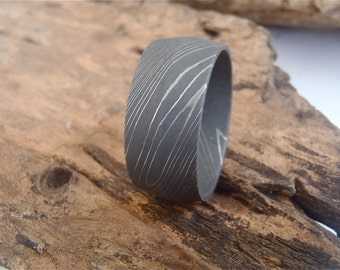 Damascus Steel 10mm Peaked Men's Band with Acid Finish.