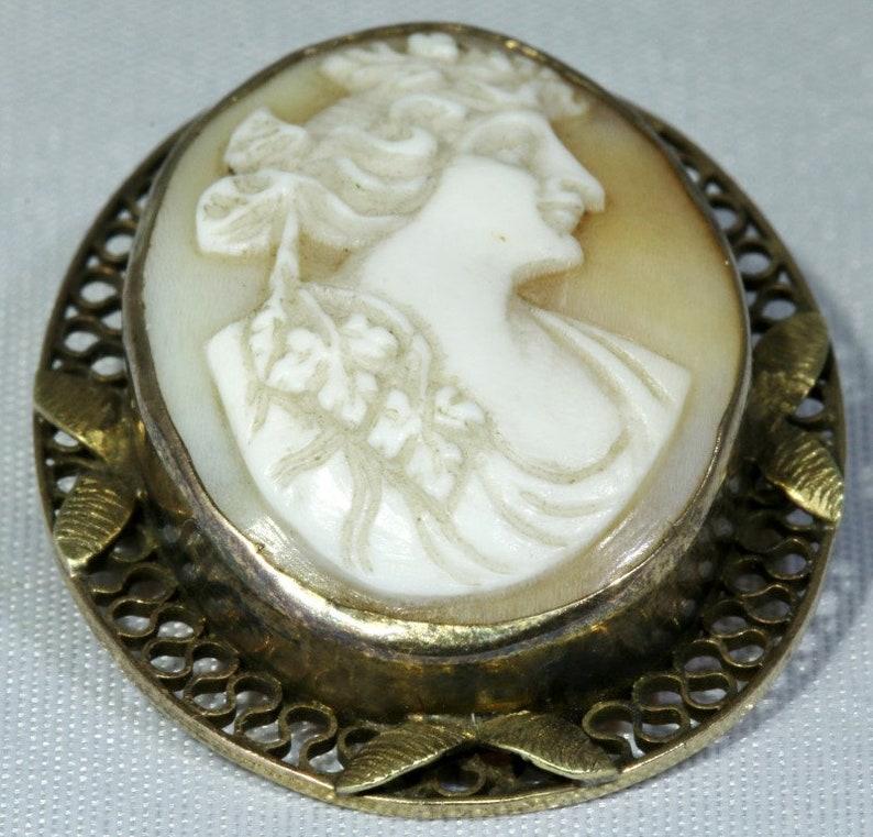 14K Solid Yellow Gold Leaf Filigree Bezel Set Right Facing Cameo Brooch Pin