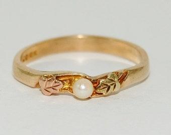 Vintage 10k Black Hills Gold Pearl and Leaf Stacking Ring Size 6.5