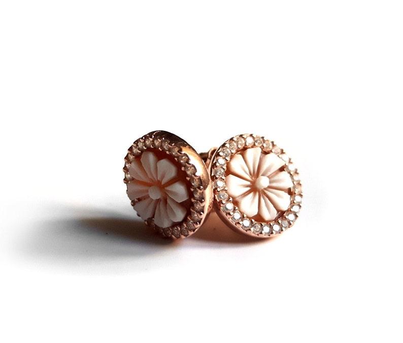 Shell cameo earrings round daisies zircons italian cameo jewelry donadio cameo shell boucles d/'oreilles cam\u00e9e camafeo \u30ab\u30e1\u30aa\u30a4\u30e4\u30ea\u30f3\u30b0 \u041a\u0430\u043c\u0435\u044f \u0441\u0435\u0440\u044c\u0433\u0438