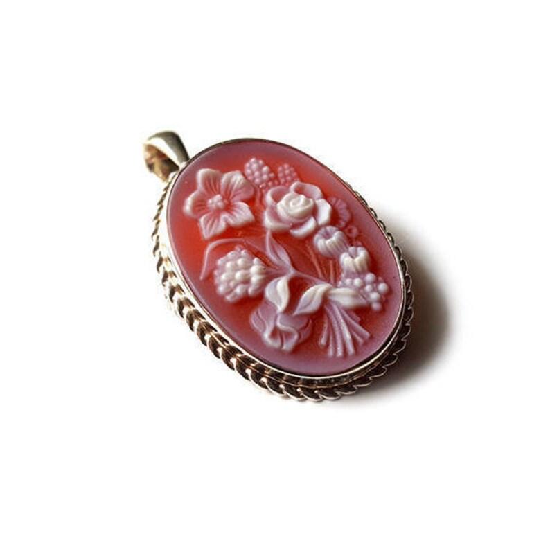 Red cameo brooch pendant floral italian cameo jewelry donadio stone cameo pendentif broche cam\u00e9e camafeu colgante \u30ab\u30e1\u30aa\u30da\u30f3\u30c0\u30f3\u30c8 \u041a\u0430\u043c\u0435\u044f \u043f\u043e\u0434\u0432\u0435\u0441\u043a\u0430
