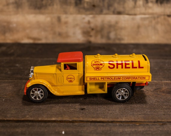 Vintage 1931 Sterling Shell Petroleum Corp Die-Cast Bank ERTL Red Yellow Man Cave