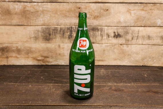 Vintage 7up 32oz 1 Quart Green Glass Soda Pop Bottle Red White Collectable Glass