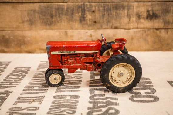 Vintage Die-Cast International Red ERTL Tractor Toy Kids Nursery Decor Man Cave