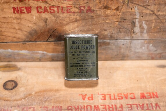 Vintage US Army Insecticide Louse Powder Tin Full WWII Military Man Cave