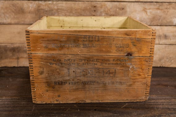 Vintage Dupont Electric Blasting Caps No. 6 Explosives Crate High Explosives Dangerous Wooden Dovetailed Box Mining Dynamite Storage C3