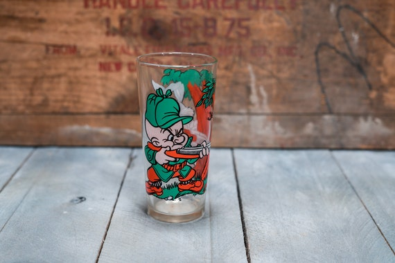 Vintage 1970s Elmer Fudd & Bugs Bunny Hunting Collectable Glass Pepsi Collector Series