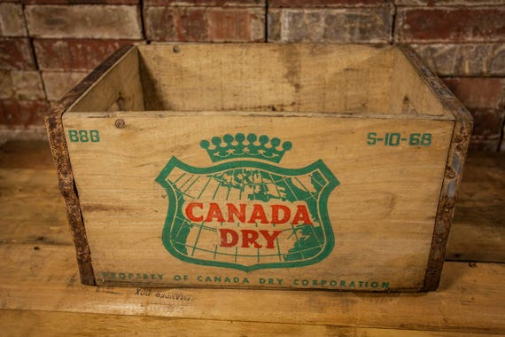 Vintage Canada Dry Wooden Crate Box Metal Rustic Carrier Green Red