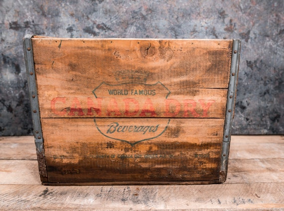 Vintage Canada Dry Wooden Crate Large Box Metal Rustic Carrier Green Red