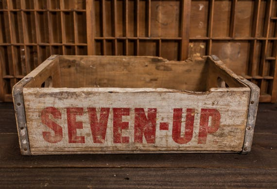 Vintage Seven-Up Soda Pop Wooden Crate Box Carrier White Red Wooden Metal Rustic Distressed 7UP