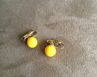 Vintage Yellow Beaded and Goldtone Clip On Earrings, 3/8'' Diameter
