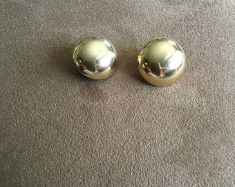 Vintage Round Goldtone Clip On Earring, 7/8'' Diameter