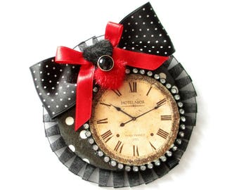 Brooch Feminin Fashion Accessory Black and Red