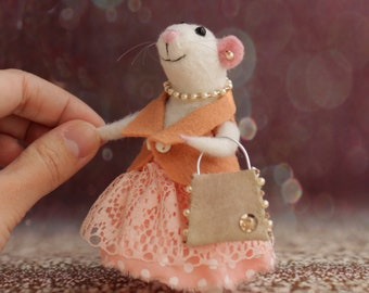 Spring gift White wool mouse Needle felting figurine cute mouse gift mouse miniature with bag decorations mice birthday gift for her