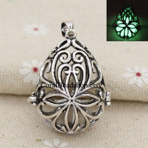 2Pcs Antique Silver Tone Hollow Open Flower Charm Pendants For Necklace Making