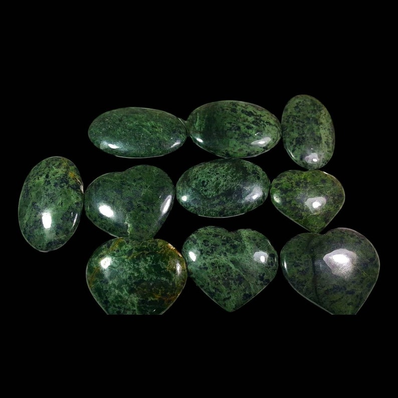 Nephrite Jade Hearts Palmstones 3Kg