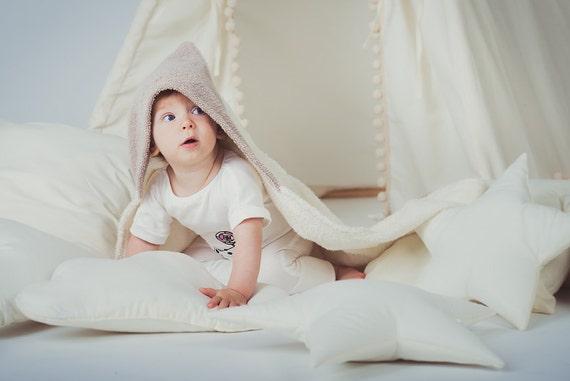hnliche artikel wie kinder kapuzen bad tan beige kleinkind bademantel badetuch frottee. Black Bedroom Furniture Sets. Home Design Ideas
