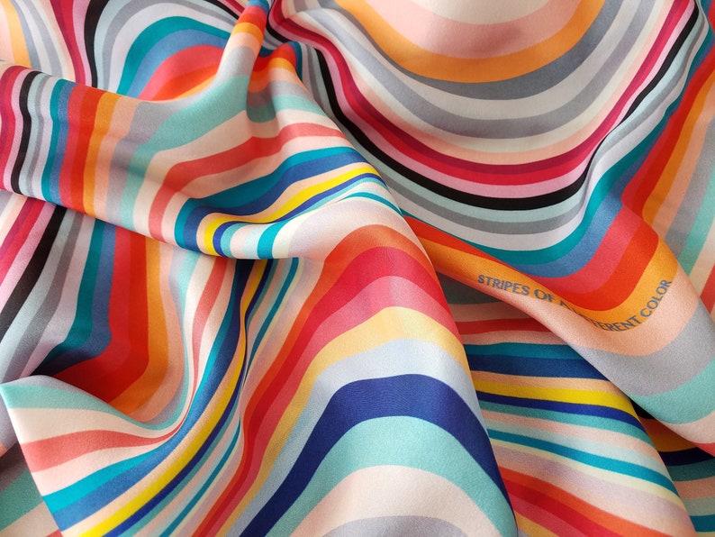 2e67b85a8da Foulard rayé avec des rayures illusion doptique foulard