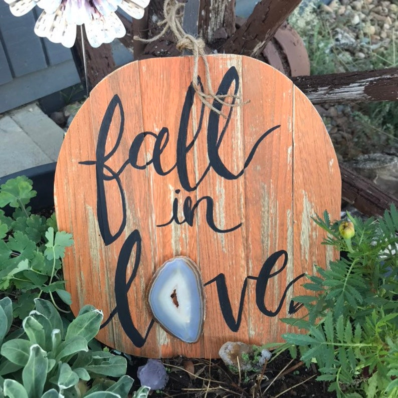 Fall in love pumpkin agate sign image 0