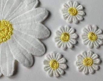 """WHITE DAISY w//YELLOW CENTER Small 3 Pc 3//4/"""" Daisies Iron On Patch"""