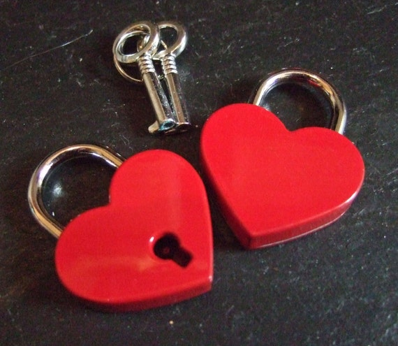 Engraved Red Heart Personalised Small Padlock (30mm) & 2 Keys
