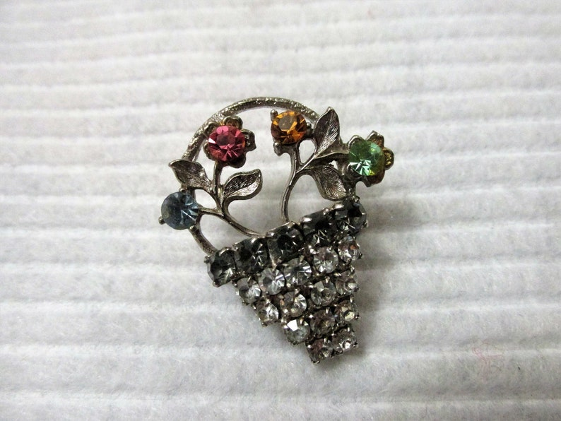 Flower Basket Colorful Rhinestone Floral Bouquet Brooch Lapel Pin Gift for Her Mother/'s Day Accessory Retro Costume Jewelry