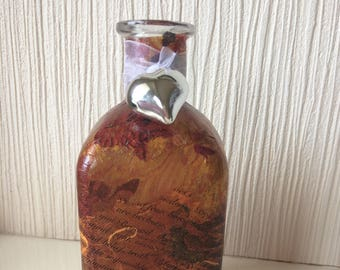 Hand decorated glass bottle by Jannietta