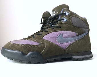 fbbecacd62c Nike Caldera Hiking Boots Shoes Brown Blue Pink size 7.5 90 s