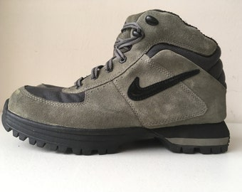 35354f2f124 Nike Hiking Boot ACG size 8 Gray Black