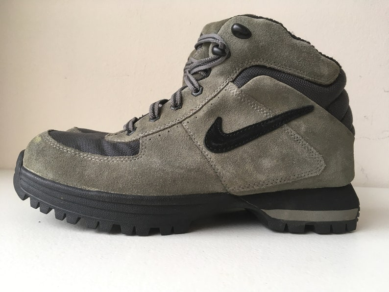 best sneakers 5f7f1 ff528 Nike Hiking Boot ACG size 8 Gray Black   Etsy
