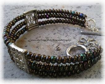 Bracelet, handmade, Czech glass beads on memory wire, toggle clasp (#357