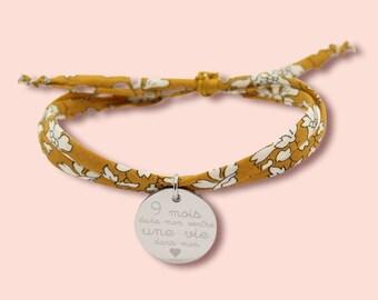 Bracelet liberty personnalisé, bracelet liberty gravé, bracelet cordon Liberty Capel jaune moutarde avec médaille, idée cadeau personnalisé
